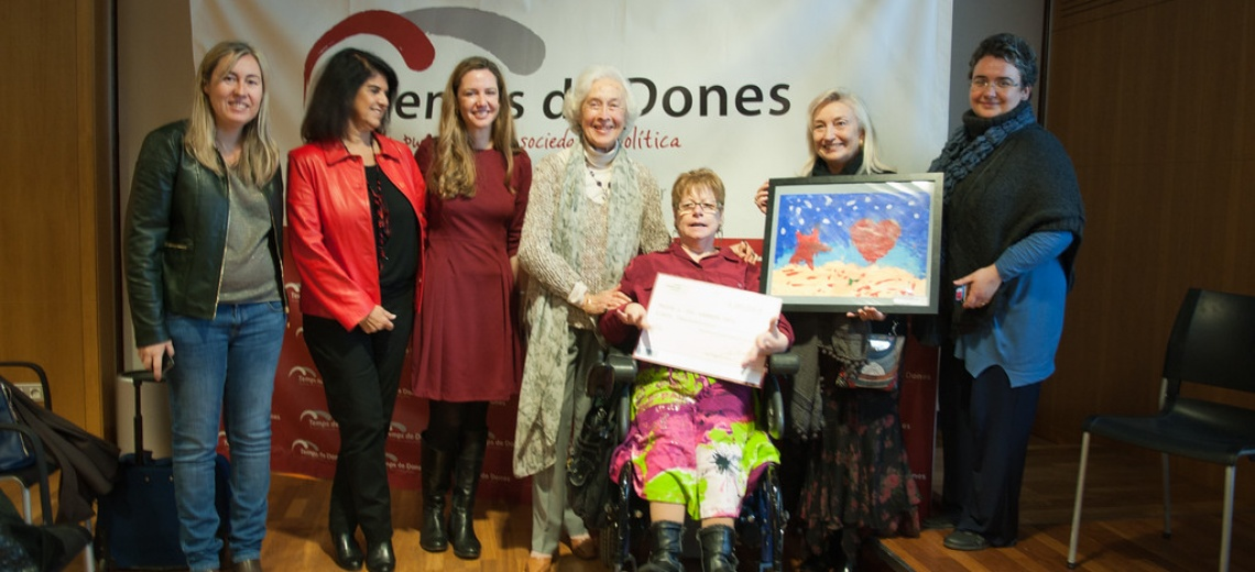 <p>Cheque delivered to winner of Christmas Card contest</p>