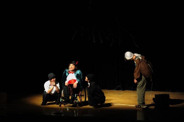 애인(Aeen)'s production of waiting for godot