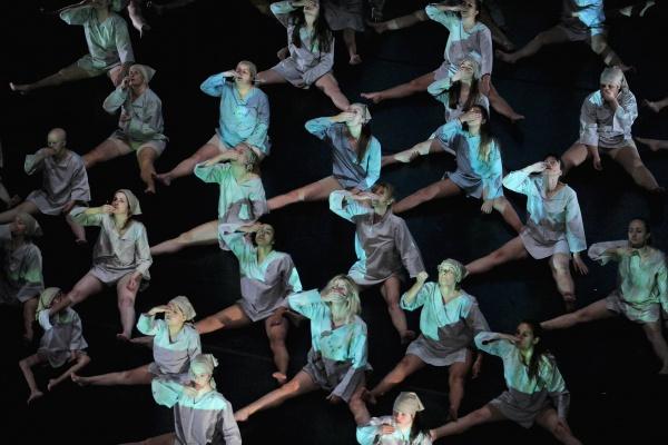"""Dançando com a Diferença, """"Endless"""" production shot"""