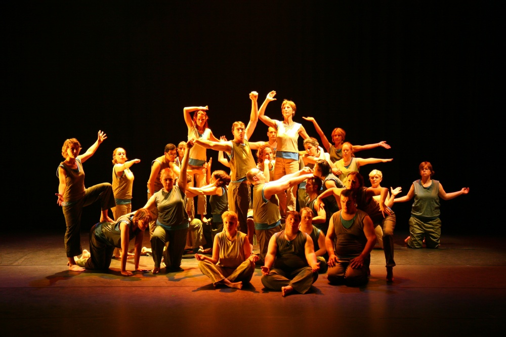 photo of the Setúbal Youth Ensemble on stage
