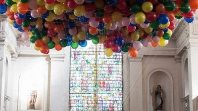 Installation of an inside of a church filled with ballons